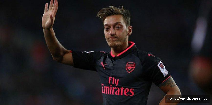 Arsenal'den tokat gibi Mesut Özil cevabı!