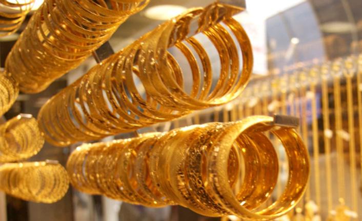 Altını ve doları olan vatandaş soluğu kuyumcuda aldı