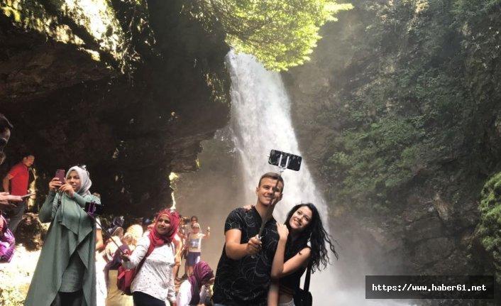 Rize'deki Şelale turistlerin ilgi odağı