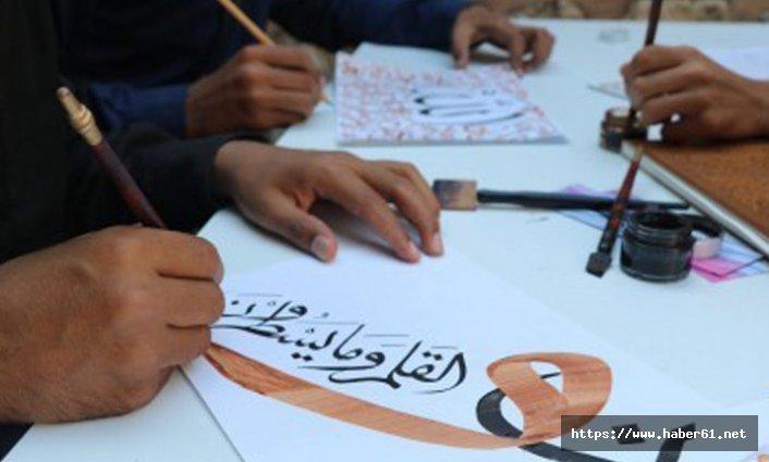 Kur'an kursunda hat sanatını öğreniyorlar