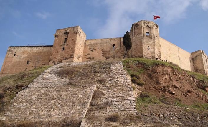Halep özlemini Antep Kalesi'ni seyrederek gideriyorlar