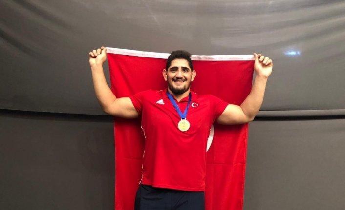 Milli güreşçi Osman Yıldırım dünya şampiyonu oldu