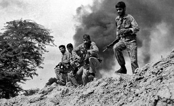 İran-Irak Savaşı'nda ölen 135 İran askeri için cenaze töreni