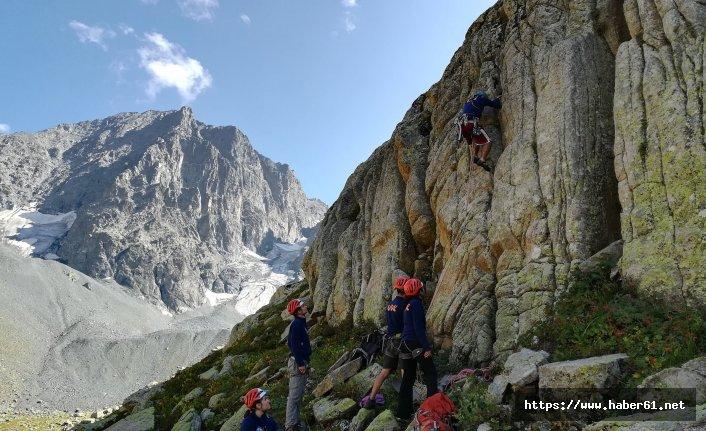 Uludağlı öğrenciler Kaçkar'a tırmandı