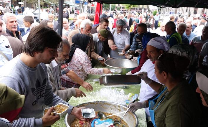 Trabzon'da aşure dağıtımı