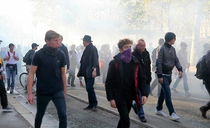 Fransa'da hükümete protesto