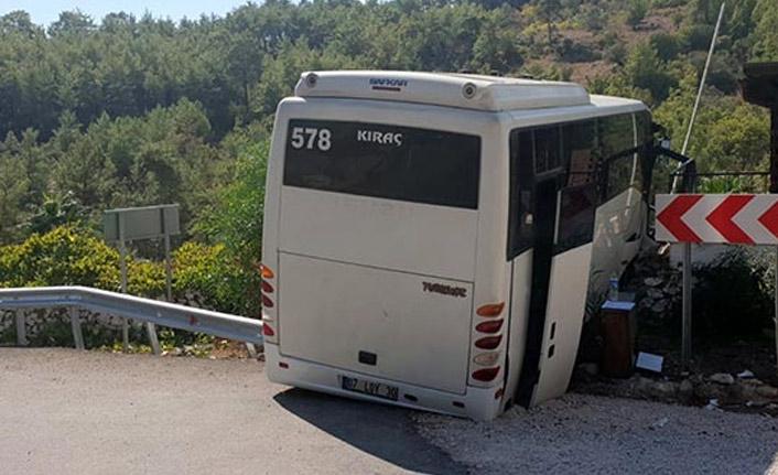Tur minibüsü kaza yaptı: 28 yaralı