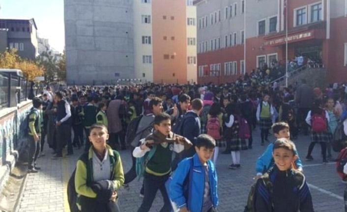 Ağrı'daki deprem sebebiyle okullar 1 gün tatil