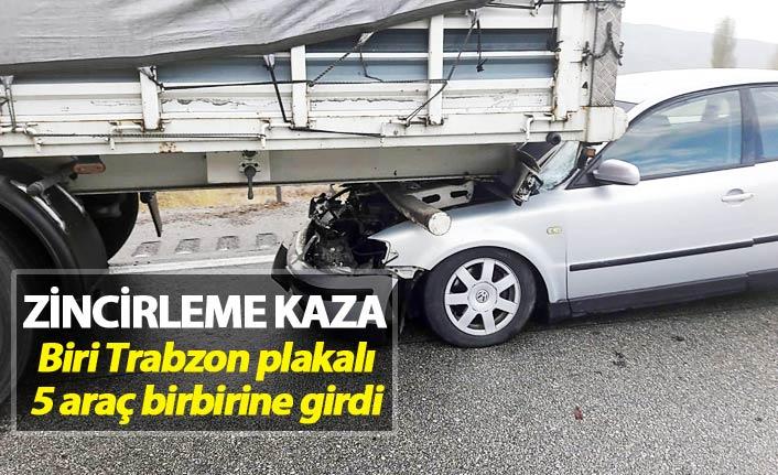 Zincirleme kaza - Otomobil tırın altına girdi