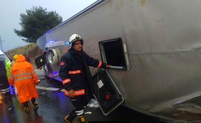 Yolcu otobüsü devrildi: 20 yaralı