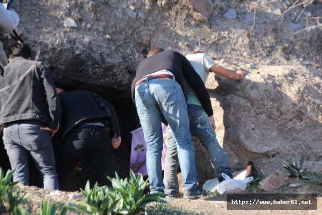 Kaya mezarı kazarken yakalandı
