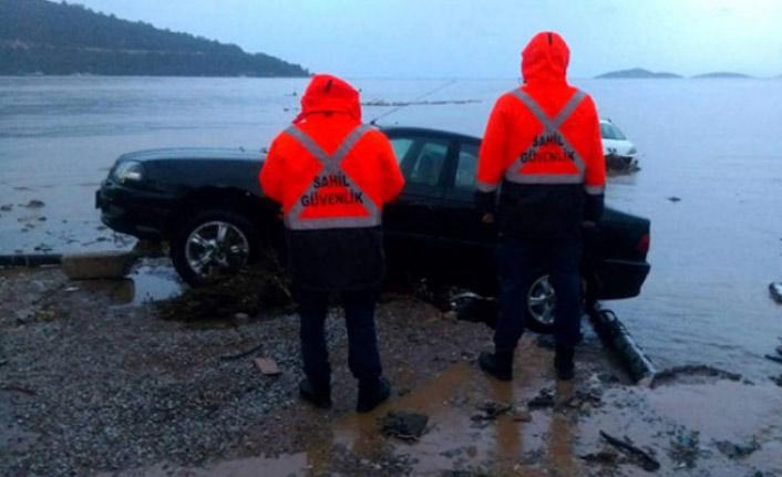 Denize sürüklenen balıkçılar son anda kurtarıldı