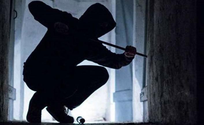 Hırsızlar askeriyenin mühimmat deposuna dadandı