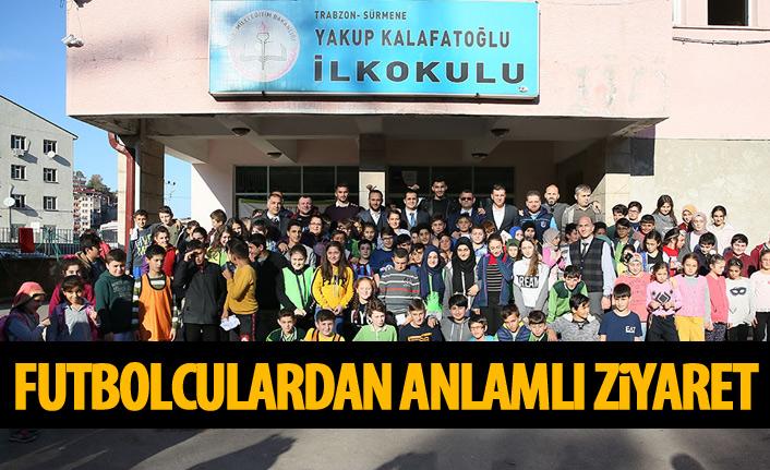 Trabzonsporlu futbolculardan anlamlı ziyaret