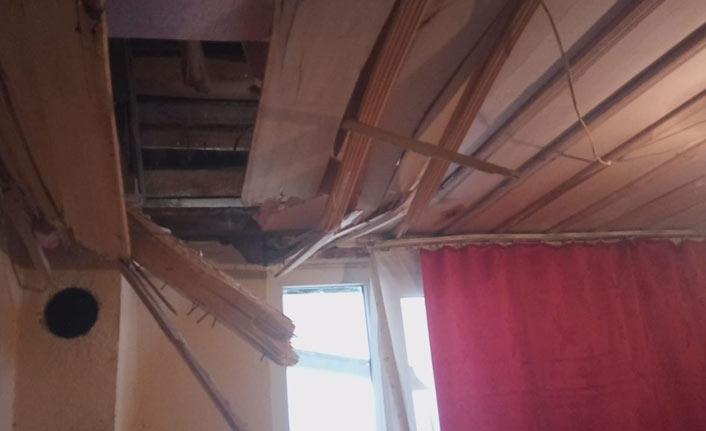 Kopan kaya parçaları evin yatak odasına ve tuvaletine düştü