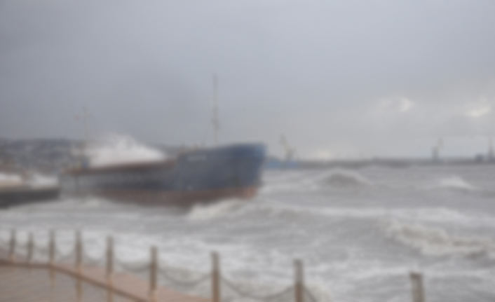 Şiddetli rüzgar balıkçılara zor anlar yaşattı