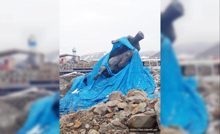 Yerinden sökülen Atatürk heykellerinin hali kızdırdı!