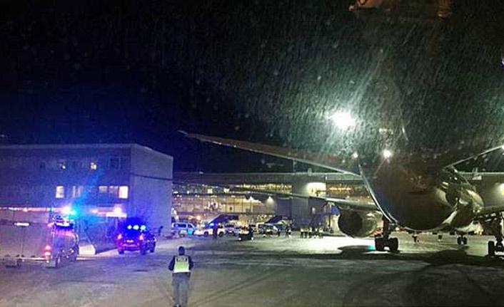 Yolcu uçağı binaya çarptı