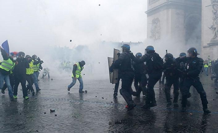 Paris'te meydanlar savaş alanına döndü