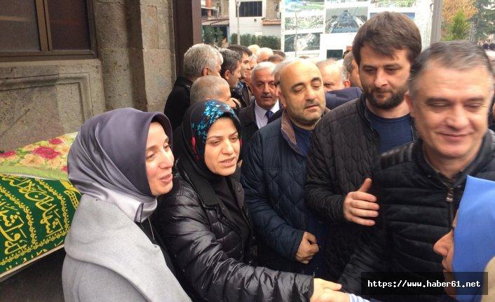 Ayşe Sula Köseoğlu'ndan annesine son görev