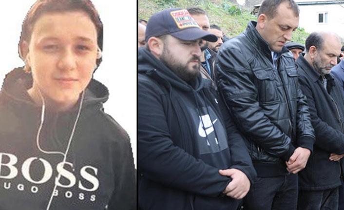 Annesini kurtarırken araba çarpması sonucu hayatını kaybetti