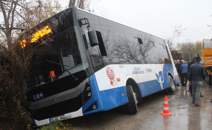 Elazığ'da otobüs kanala girdi