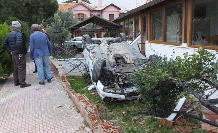 Kontrolden çıkan otomobil evin bahçesine girdi