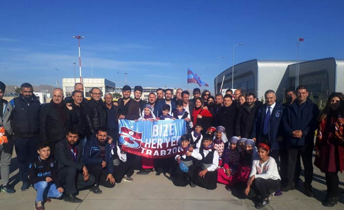 Trabzon kafilesi Mardin'de coşkuyla karşılandı