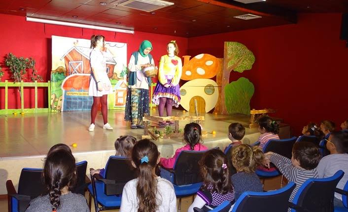 Gebze'de çocuk tiyatrosu sergilendi
