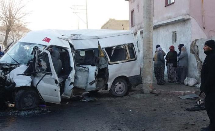 işçileri taşıyan minibüs devrildi! ölü ve yaralılar var!