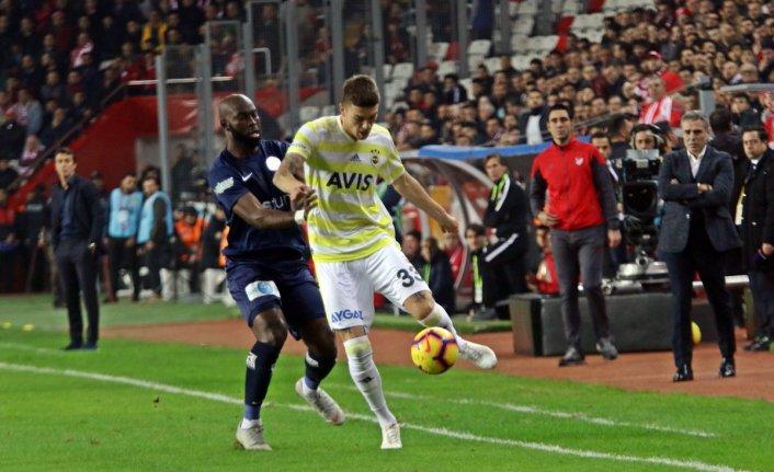Fenerbahçe aldığı beraberlikle ilk devreyi küme düşme hattında tamamladı