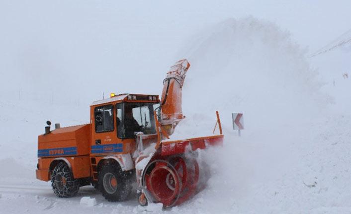 Kar araçları yolda bıraktı, kazalar yaşandı