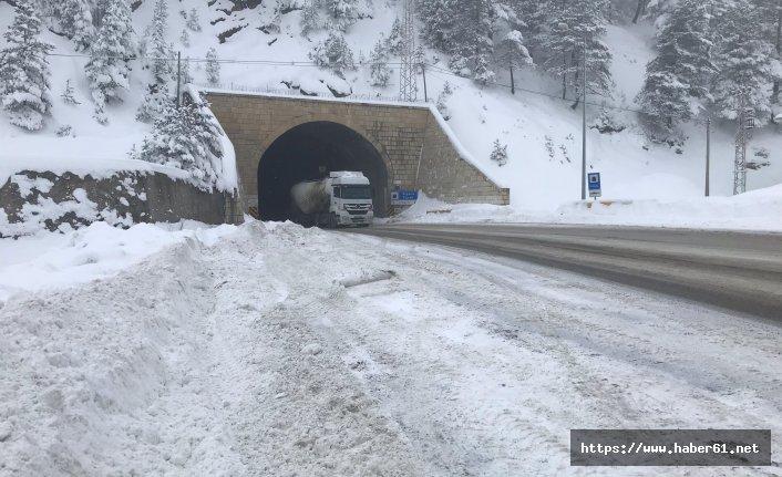 Kar Zigana'da ulaşımı etkiliyor!