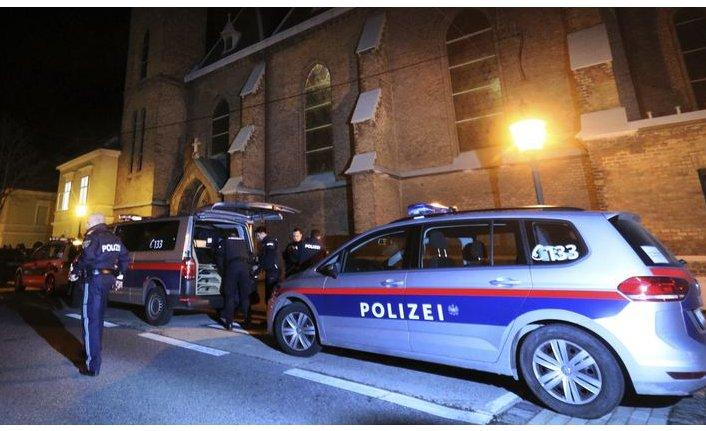 Viyana'da kiliseye saldırı: 15 yaralı