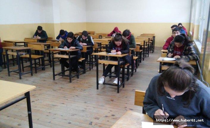 Bu okulda sınavlara öğretmen girmiyor!