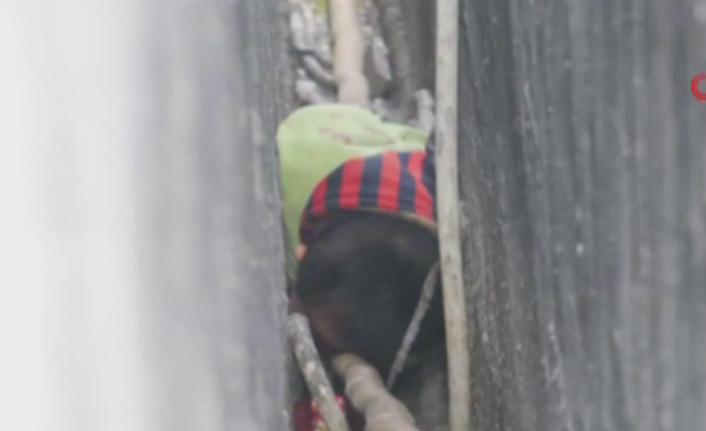 2 yaşındaki çocuk iki duvar arasına sıkıştı