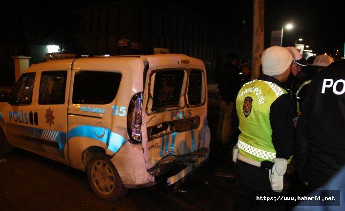 Takla atıp polis araçlarına çarptı