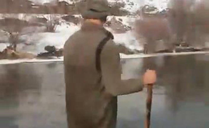 Donan nehirde tehlikeli balık avı