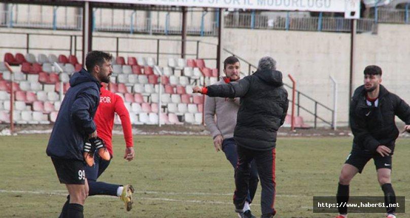 Maç bitti teknik direktöre saldırdılar