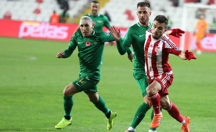 DG Sivasspor Akhisarspor'u geçti