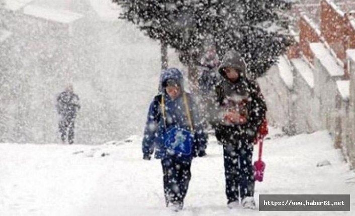 Kar 12 köy yolunu ulaşıma kapattı