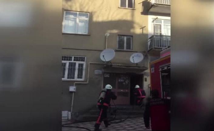 Yangına müdahale ederken tüp patladı