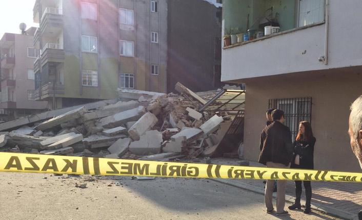 4 katlı ev çöktü! 2 aile yaşıyordu...