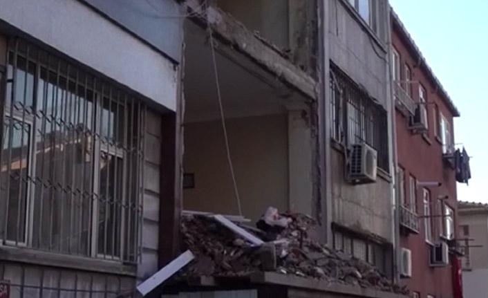 Fatih'te inşaat iskelesi çöktü