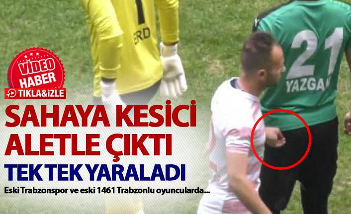 Sahaya kesici aletle çıktı - Futbolcuları tek tek yaraladı