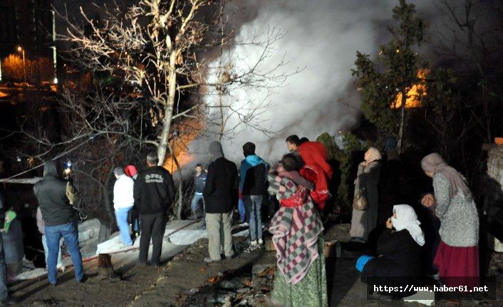 Ankara'da iki gecekondu yandı; 20 kişi evsiz kaldı