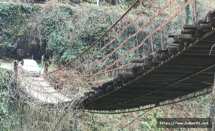 Köyleri asma köprüler birleştiriyor