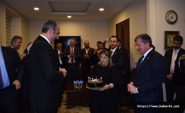 Bakanı Gül'e Trabzon'da doğum günü sürprizi