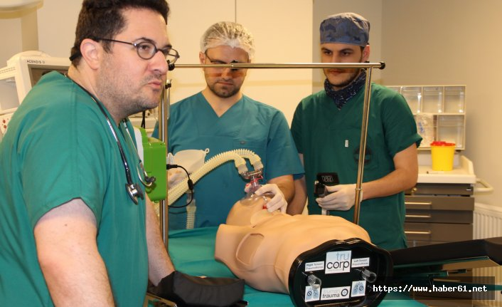 Rize'de tepki veren robotlarla Tıp eğitimi