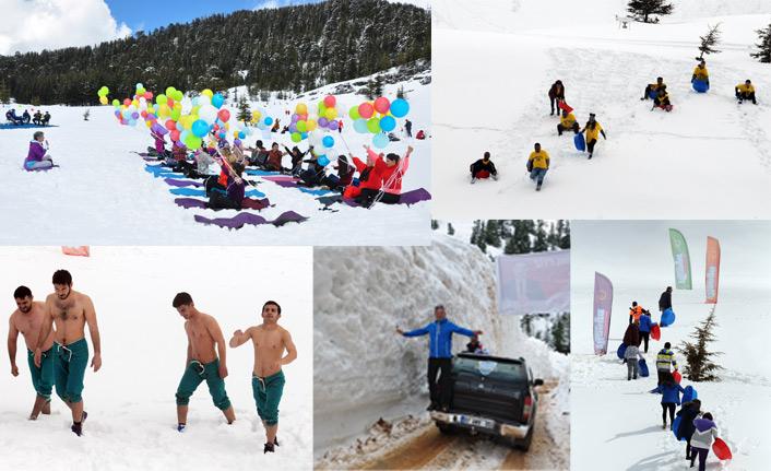 Kayak merkezi için leğenle kayıp karda güreştiler